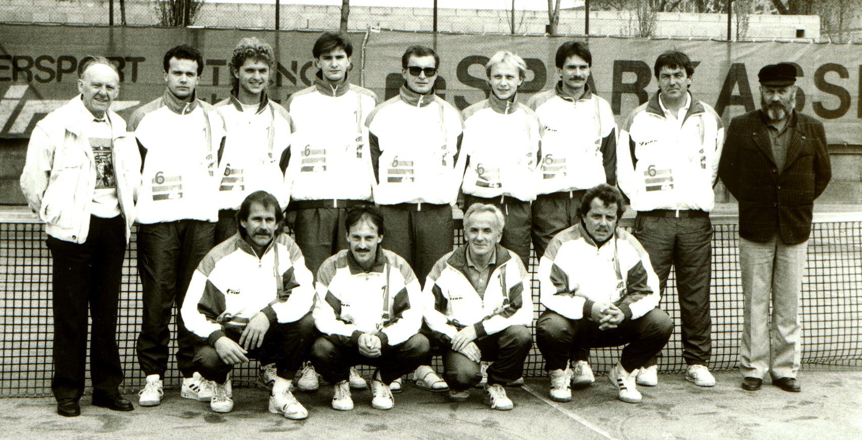 Neue Trainingsanzüge für die Kampfmannschaften 1991