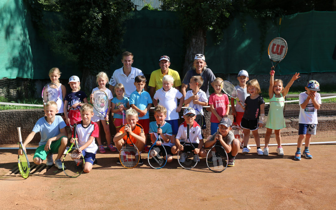 Ferienabschluss am Tennisplatz